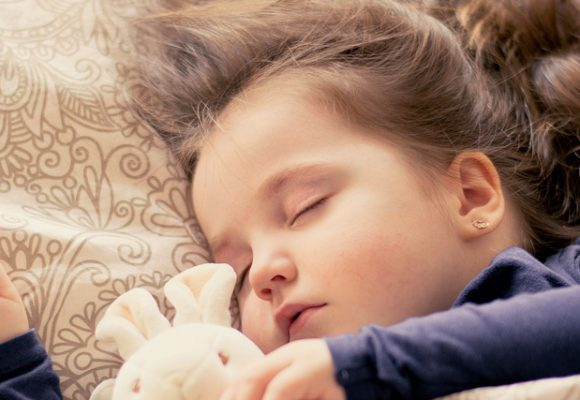Dormir pocas horas perjudica la salud