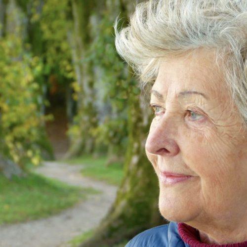Día del Adulto Mayor: ¿Sabes qué cambios se presentan a esta edad?